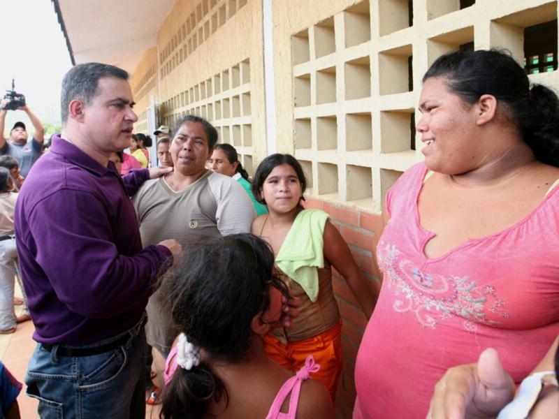 Gobernación de Anzoátegui continua asistencia a damnificados de Boca de Uchire
