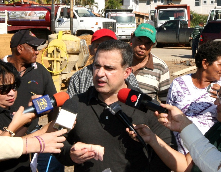 Gobernación culminó construcción de aceras y brocales en el barrio La Esperanza