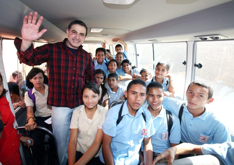 Gobernación celebra día del maestro en el Liceo Bolivariano Miguel Otero Silva de El Viñedo