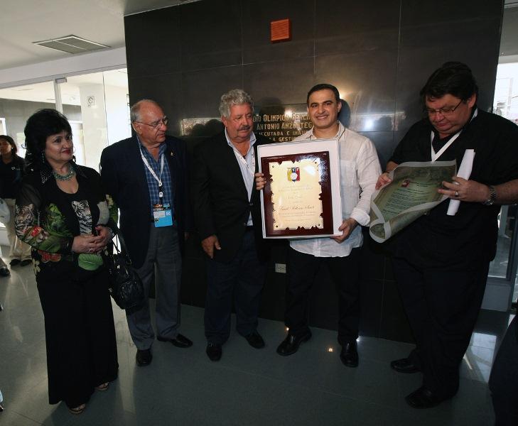 Federación Venezolana de Futbol condecoró a Gobernador Tarek