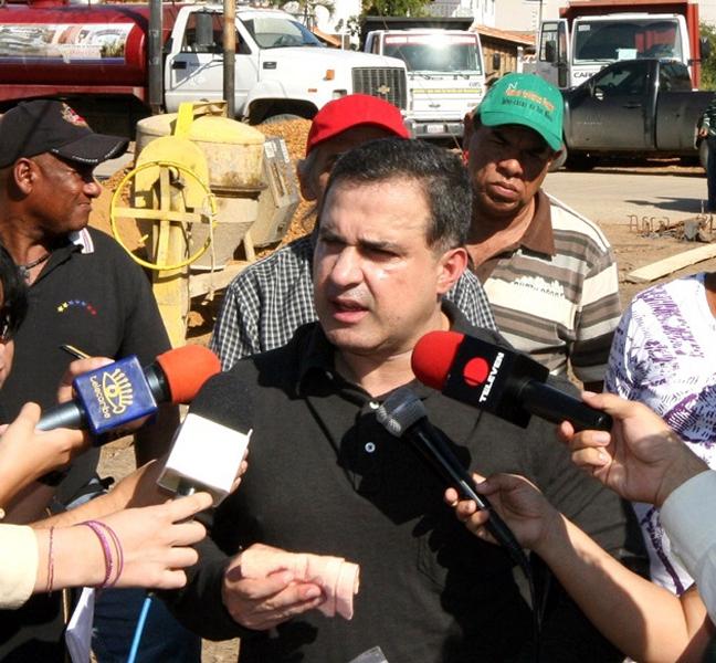 Gobernación avanza en la construcción de tubería de concreto en Pariaguan