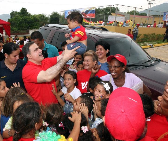 Gobernación de Anzoátegui adelanta trabajos en la Plaza Comunal de Chuparín Central