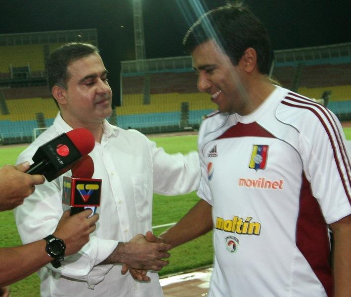 Tarek entregó reconocimiento a César Farías en clínica de fútbol con más 400 niños de Anzoátegui
