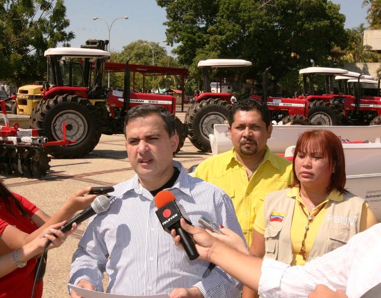 Tarek entregó cerca de 4 millones de Bs.F. para desarrollo agrícola en Anzoátegui