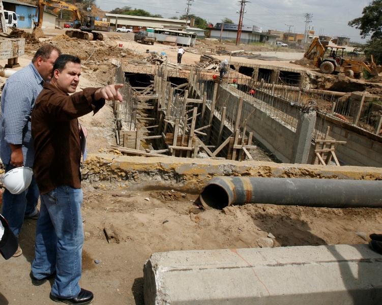 Gobernación avanza en  construcción del distribuidor de Plaza Mayor