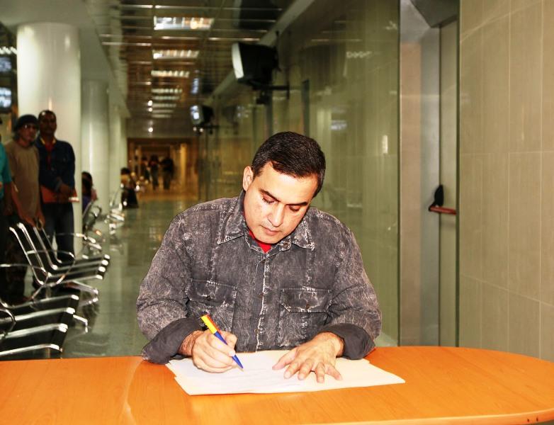 Tarek firmó decreto para limitar consumo de cigarrillos