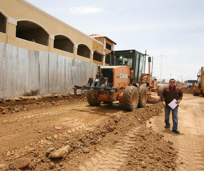 Tarek inspeccionó trabajos en construcción del Distribuidor Puente de Hierro