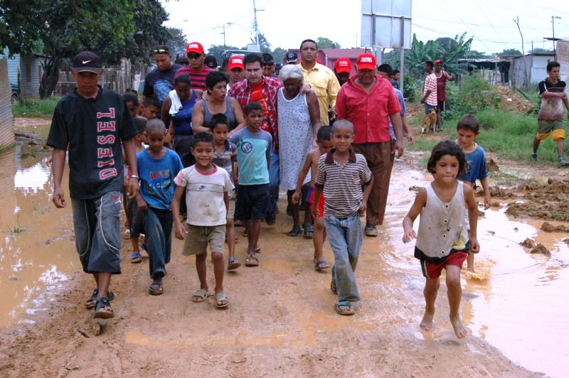 Tarek asiste a afectados por fuertes lluvias en Sotillo